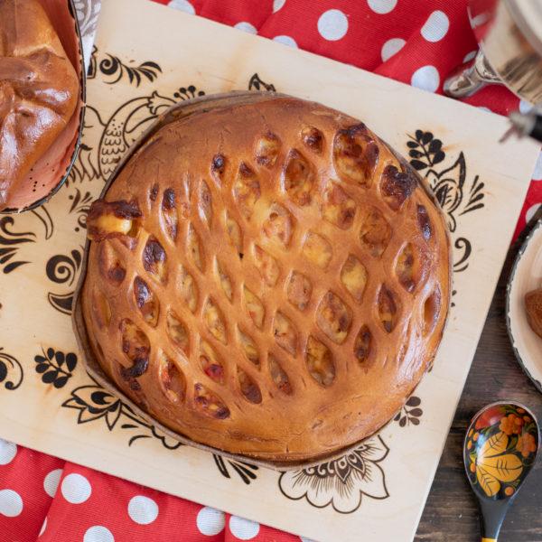 Круглый пирог с ветчиной и сыром