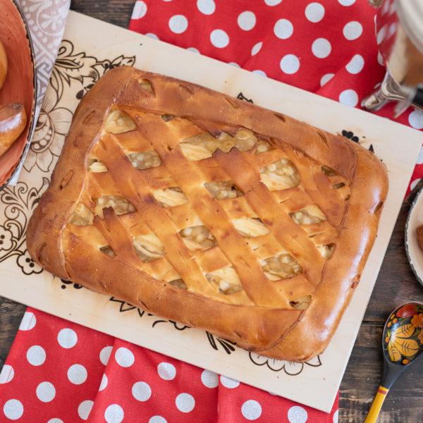 Пирог с яблоком и творогом