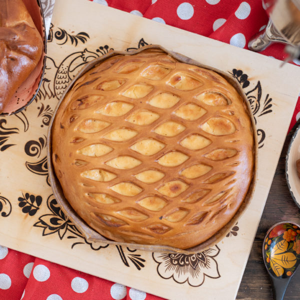 Круглый пирог с творогом