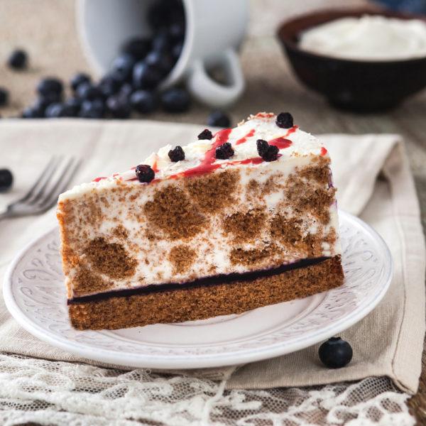 Торт СМЕТАННЫЙ с черникой на ржаном бисквите